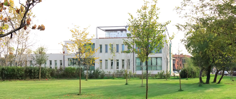 """Il centro medico """"Le Cascine"""" di Pisa, visto dall'esterno"""